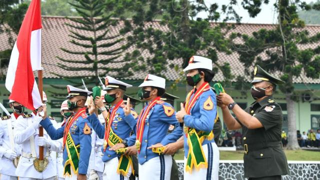 Jenderal Andika Perkasa Wisuda Taruna Akmil, Angga Andika Raih Adhi Makayasa (400899)