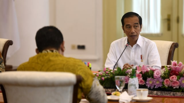 Jokowi: Jangan Lagi Beli APD hingga Masker dari Luar Negeri  (255885)