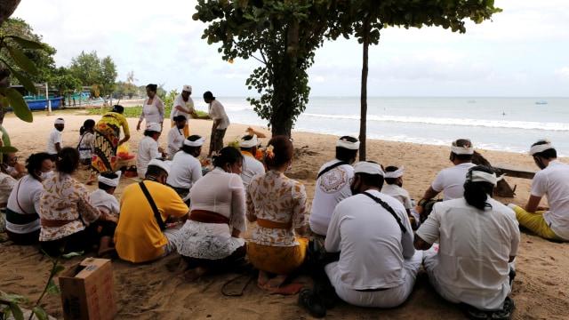 Kasus COVID-19 Turun, Luhut Ingin Bali Dibuka Lagi untuk Pariwisata (1)