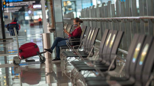 Survei: Masyarakat Indonesia Anggap Naik Pesawat Saat Pandemi Masih Berbahaya (205863)
