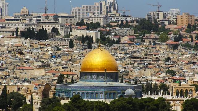 Cerita Maria Pauline Lumowa: Mengembara ke Israel, Menyelam ke Laut Dalam (2168)