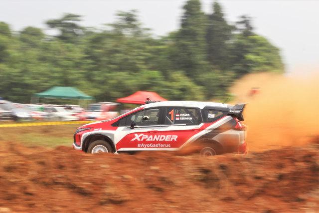 Foto: Rifat Sungkar Geber Xpander AP4 di Tanah Merah  (380106)