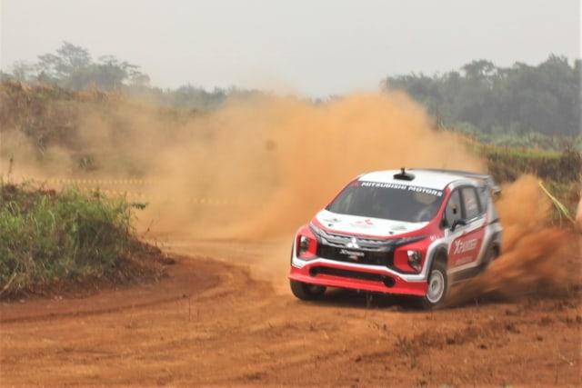 Foto: Rifat Sungkar Geber Xpander AP4 di Tanah Merah  (380102)