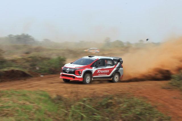 Foto: Rifat Sungkar Geber Xpander AP4 di Tanah Merah  (380100)