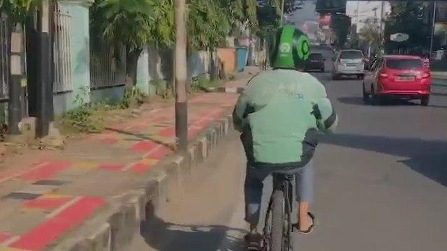 Kebangetan, Driver Ojol Dipesan untuk Menggowes Sepeda Pelanggan (512063)