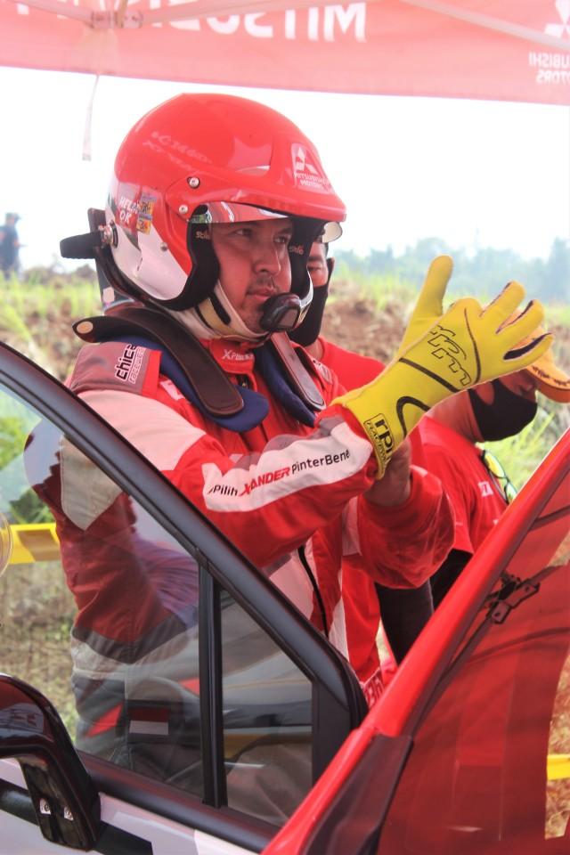 Foto: Rifat Sungkar Geber Xpander AP4 di Tanah Merah  (380086)