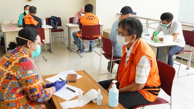 Eks Komisioner KPU hingga Mantan Dirut Jiwasraya Jalani Swab Test di Rutan KPK (7126)