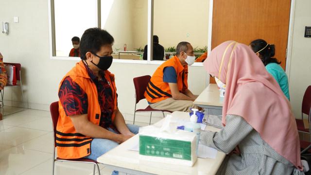 Eks Komisioner KPU hingga Mantan Dirut Jiwasraya Jalani Swab Test di Rutan KPK (7125)