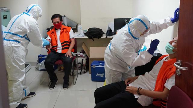 Eks Komisioner KPU hingga Mantan Dirut Jiwasraya Jalani Swab Test di Rutan KPK (7130)