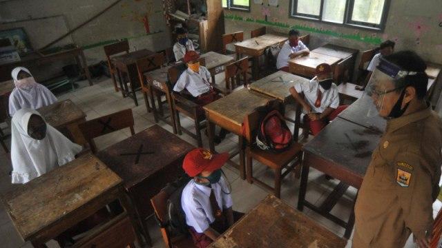 Pertaruhan Jokowi Membuka Sekolah Tatap Muka di Tengah Pandemi (258301)