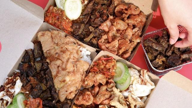 Makan Siang Nikmat dengan Nasi Kulit PPK yang Pedas-pedas Kriuk! (23399)