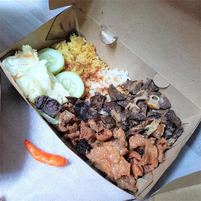 Makan Siang Nikmat dengan Nasi Kulit PPK yang Pedas-pedas Kriuk! (23401)