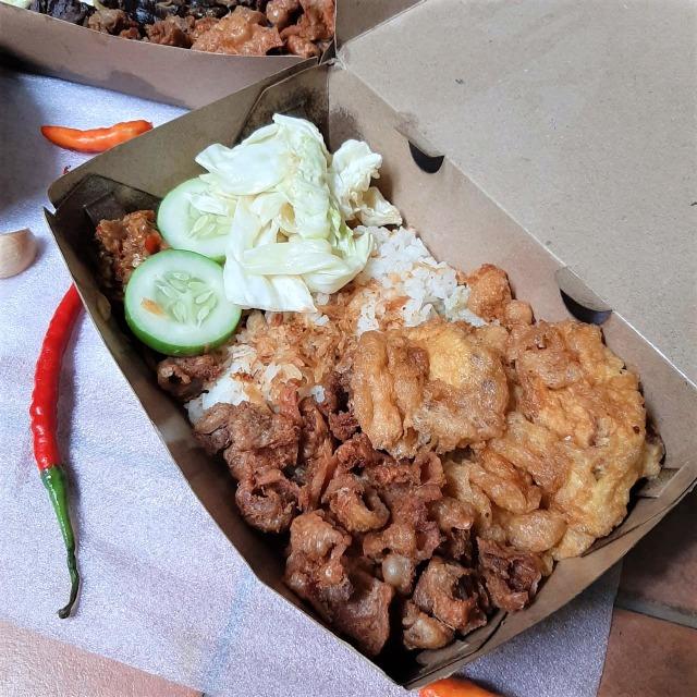 Makan Siang Nikmat dengan Nasi Kulit PPK yang Pedas-pedas Kriuk! (23400)