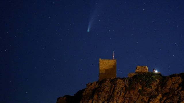 Foto: Penampakan Komet Neowise Ekor Panjang di Pantai Malta (23937)
