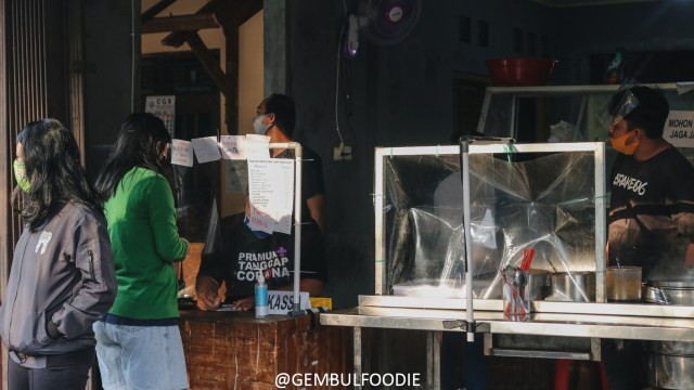 Kenikmatan Mi Sapi Banteng yang Antreannya Bisa sampai Dua Jam di Yogyakarta (65610)