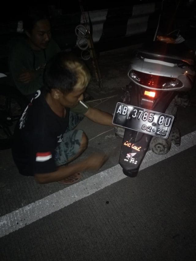 ACJJ, Pasukan Penyelamat  Ban Bocor dan Motor Mogok di Jalanan Jogja Malam Hari (528633)
