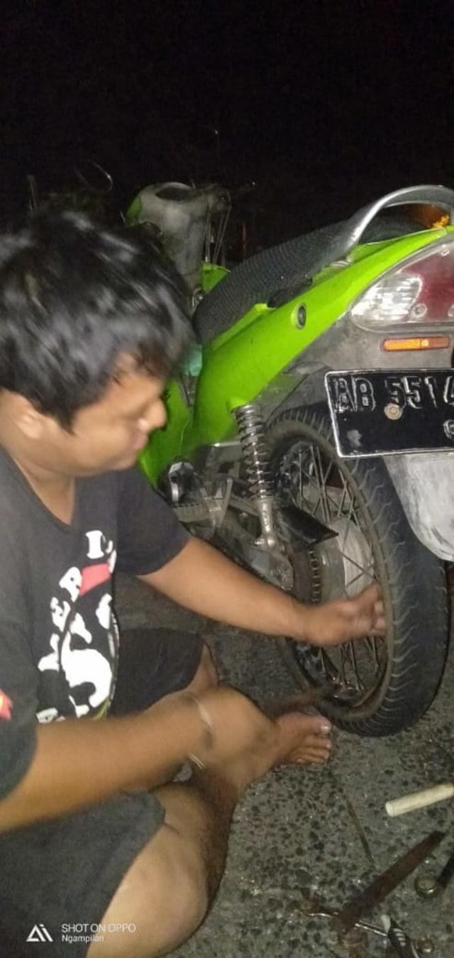 ACJJ, Pasukan Penyelamat  Ban Bocor dan Motor Mogok di Jalanan Jogja Malam Hari (528631)