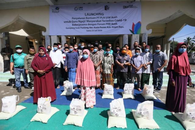 PLN Aceh Salurkan CSR Bantu Warga Terimbas COVID-19 (1362729)