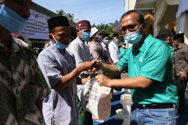 PLN Aceh Salurkan CSR Bantu Warga Terimbas COVID-19 (1362730)