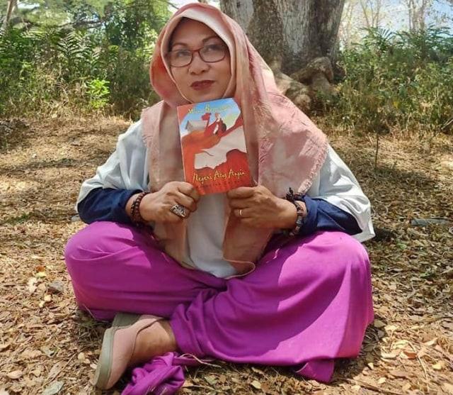 Penulis Wina Bojonegoro Bikin Aksi '100 Hari Parade Baca Cerpen' (67263)