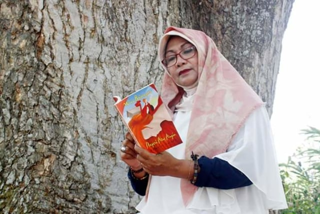 Penulis Wina Bojonegoro Bikin Aksi '100 Hari Parade Baca Cerpen' (67264)
