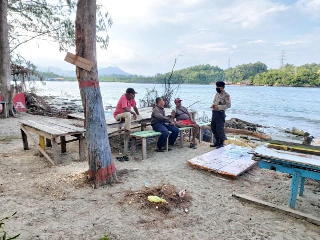 Polisi di Jayapura Ingatkan Warga Adaptasi Kebiasaan Baru di Lokasi Wisata (790625)