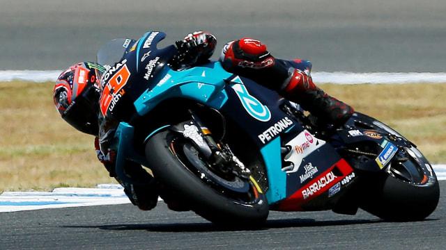 Mengapa Pebalap MotoGP Saat Belok Miring Pakai Ban 'Botak' Tidak Jatuh? (25192)