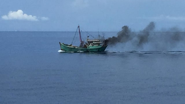 Aksi Heroik Kapal Bakamla RI, Sergap Kapal Ikan Ilegal Vietnam di Natuna (2)