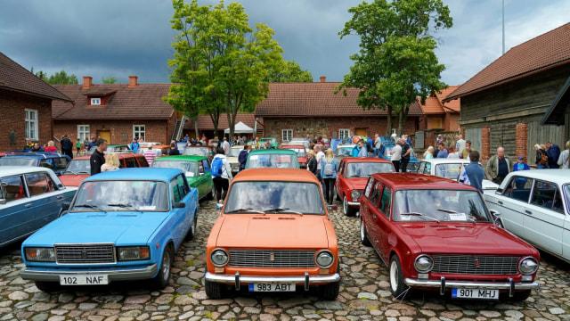 Foto: Parade Peringatan 50 Tahun Mobil Merek Lada (363888)