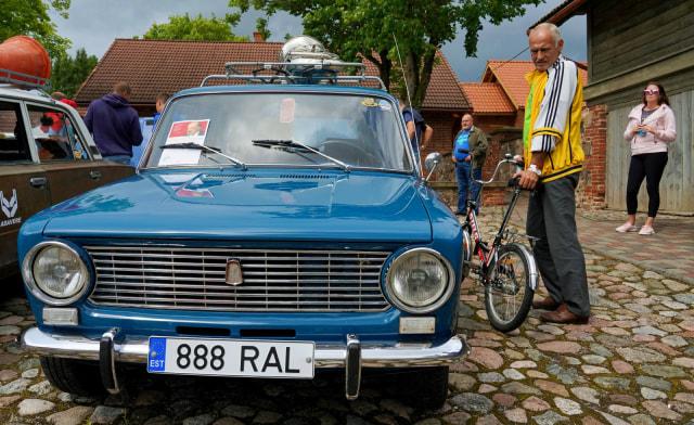 Foto: Parade Peringatan 50 Tahun Mobil Merek Lada (363889)