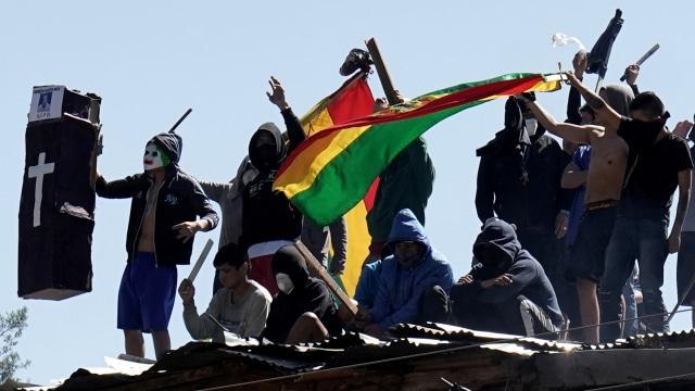 Foto: Aksi Protes Narapidana dari Atap Penjara di Bolivia (56772)