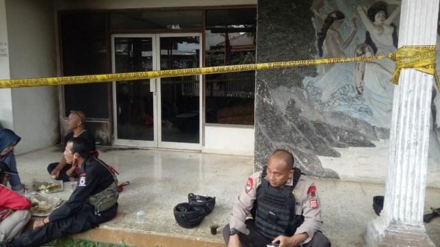 Foto: Penampakan Markas PDIP Megamendung Bogor Usai Dilempar Bom Molotov (130165)