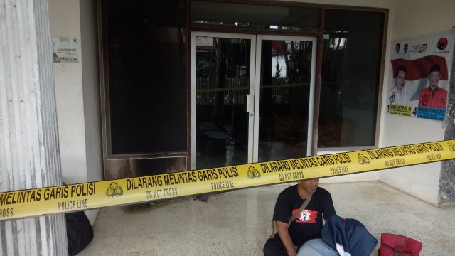 Foto: Penampakan Markas PDIP Megamendung Bogor Usai Dilempar Bom Molotov (130164)