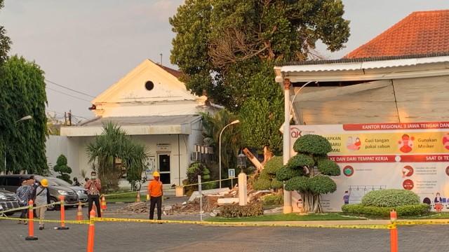 Kepala OJK Jateng soal Ambruknya Gedung: Sudah Ada Pilar yang Retak (743828)