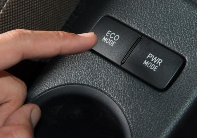 4 Fitur yang Bikin Mobil Irit BBM, Sudah Tahu? (30200)