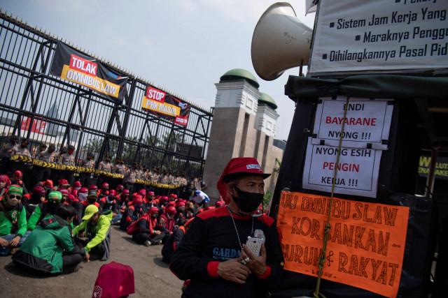 Jokowi dan Puan Kompak, Siap Tampung Masukan untuk Aturan Turunan UU Cipta Kerja (365235)