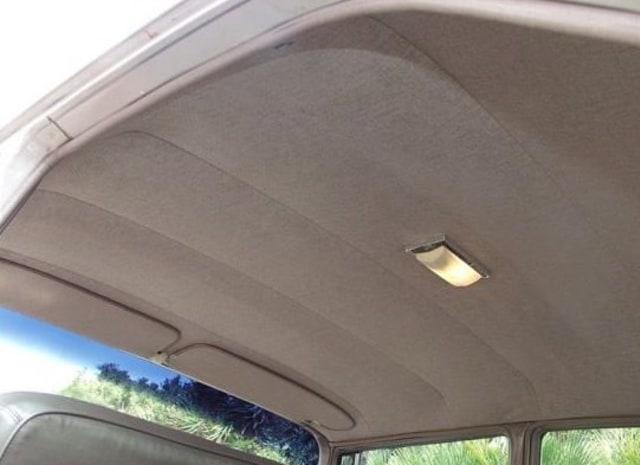 Cara Mudah Hilangkan Noda Menguning di Plafon Mobil  (93483)