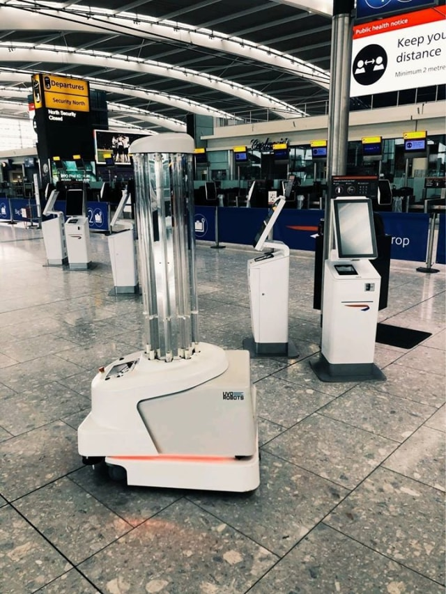 Alfallah, Robot Disinfeksi di Bandara Internasional Kuala Lumpur Malaysia  (369858)