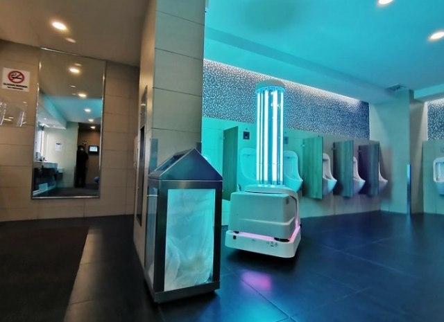 Alfallah, Robot Disinfeksi di Bandara Internasional Kuala Lumpur Malaysia  (369859)