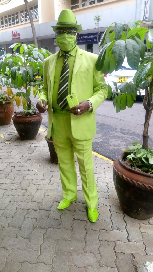 Viral, Pria Asal Kenya Ini Punya 160 Jas dan 300 Topi untuk Tampil Nyentrik (36901)