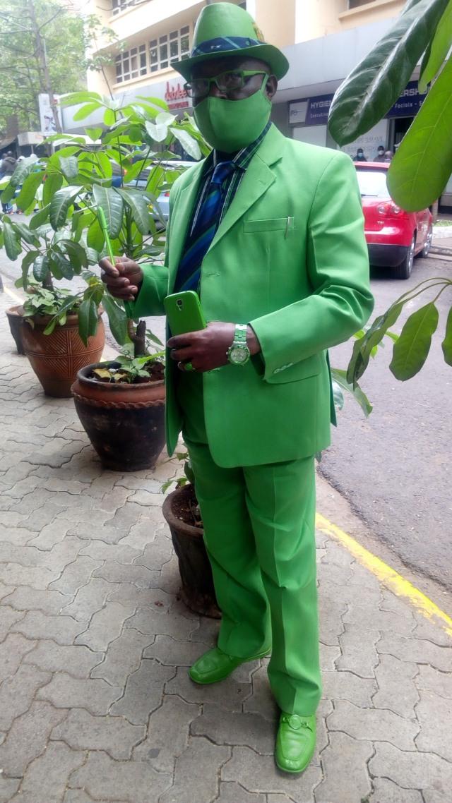 Viral, Pria Asal Kenya Ini Punya 160 Jas dan 300 Topi untuk Tampil Nyentrik (36900)
