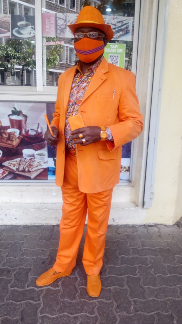 Viral, Pria Asal Kenya Ini Punya 160 Jas dan 300 Topi untuk Tampil Nyentrik (36897)