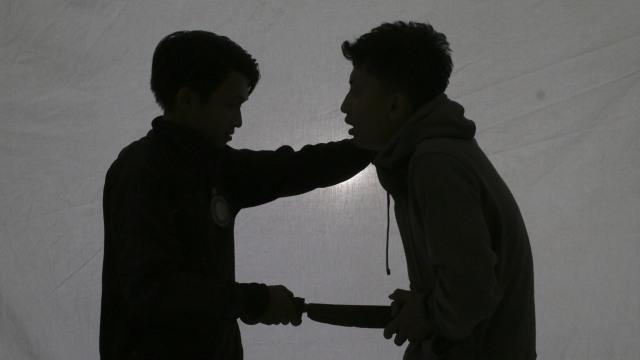 Polisi Tangkap Pria di Bandung yang Duel dan Tusuk Temannya Hingga Jatuh ke Kali (250518)