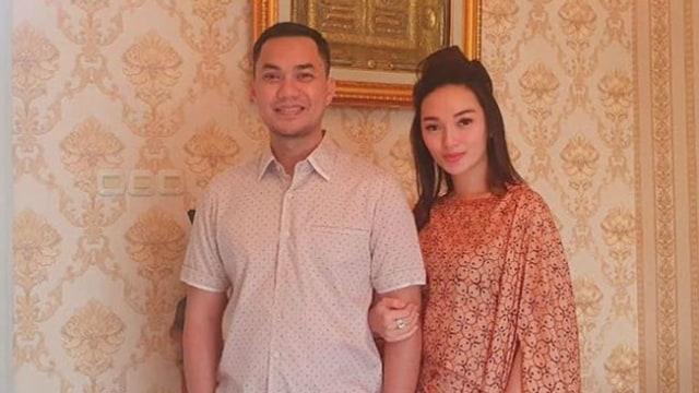 Momen Romantis Sirajuddin Mahmud Temani dan Suapi Zaskia Gotik yang Sakit (209963)