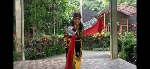 Guru SMKN 1 Turen Juara Ekspresi Tari Virtual 2020 (136105)