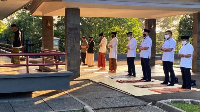 Jokowi, Iriana, Kaesang Salat Idul Adha di Istana Bogor (361233)