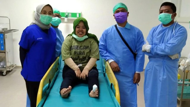 Kekeyi Dilarikan ke Rumah Sakit Usai Kakinya Diinjak Sapi (369925)
