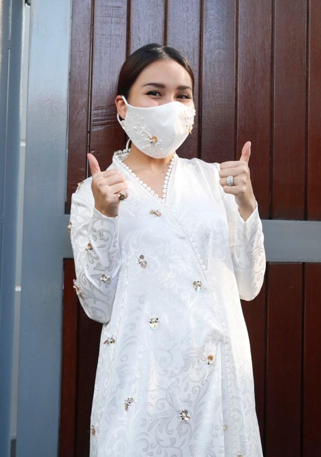 Alasan Ayu Ting Ting Selalu Siapkan Baju Khusus untuk Keluarga saat Lebaran (216682)