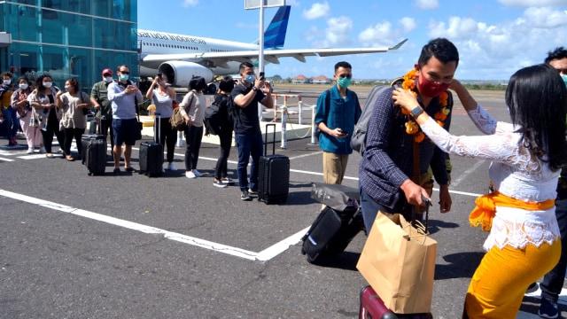 Foto: Bandara Ngurah Rai Kembali Ramai Wisatawan Domestik (617774)