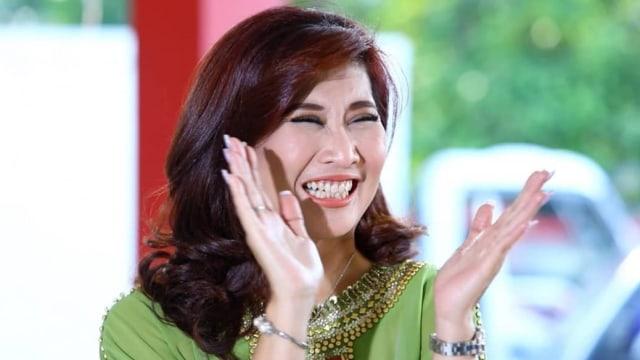 Agensi Klarifikasi Ucapan Ike Muti soal Proyek dengan Syarat Hapus Foto Jokowi (1282383)